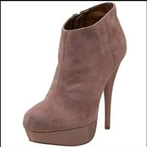 Steve Madden Chelseey Blush Suede booties 7.5